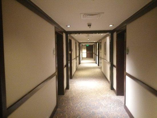 Vivanta by Taj - Trivandrum: corridor view