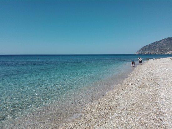 Plomari, Hellas: Η παραλία