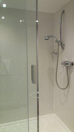 Near Sawrey, UK: Private bathroom - spacious shower cabin