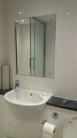 Near Sawrey, UK: Private bathroom