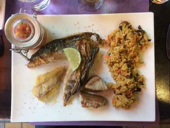 La PICCOLINE : Trio de poissons, riz épicé et salade tomates-mangues-échalotes, deuxième plat du jour