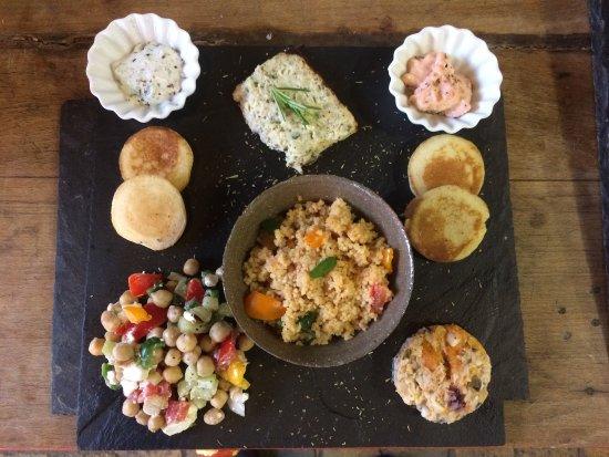 La PICCOLINE : Mezzé façon Piccoline, un des plats du jour.