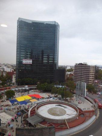 Hotel Royal Reforma: インスルヘンテス駅
