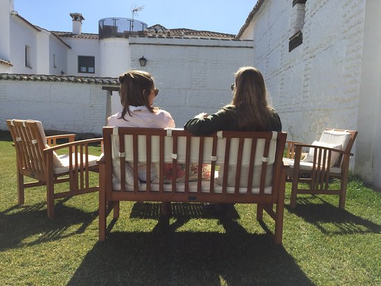 Totanes, Spanien: En pleno febrero, con un sol espléndido, esperando a hacer una barbacoa.