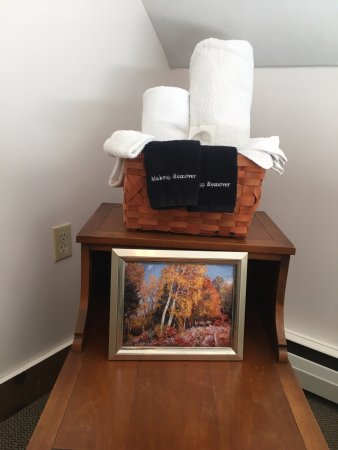 Hawk Mountain Lodge: Each room comes with full linens and towels