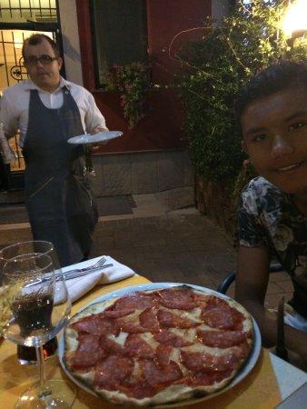 Cantalupo, Italie : Wat een feestje om hier te eten. Goed verstopt vanaf buiten. Maar eenmaal binnen is geweldig.