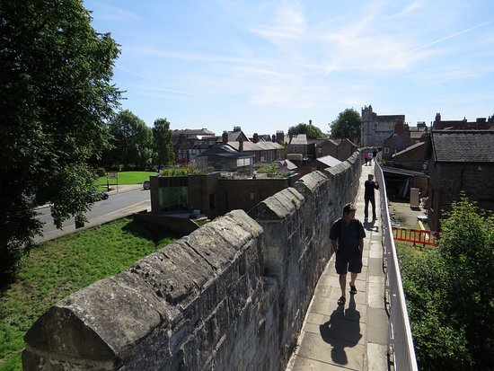 guide to walking the walls in york