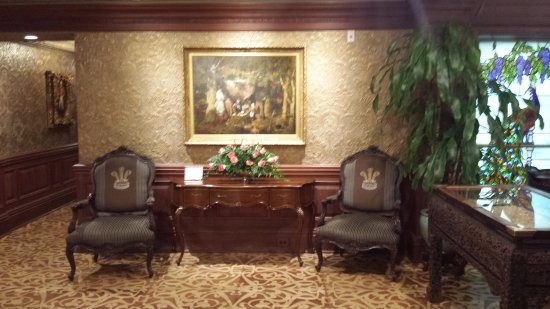 Prince of Wales: Sitting area in the lobby