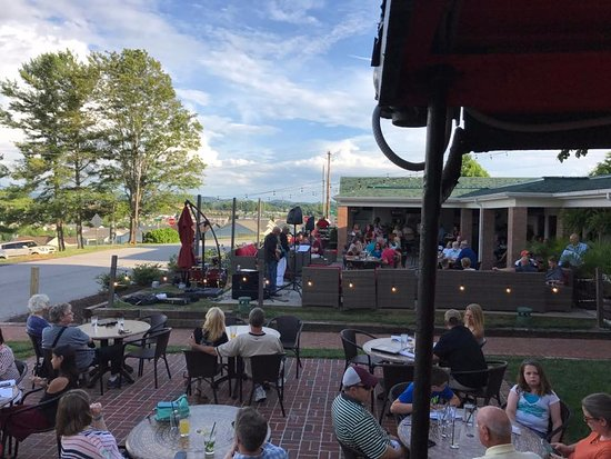 Christiansburg, VA: Patio during live music Thursdays