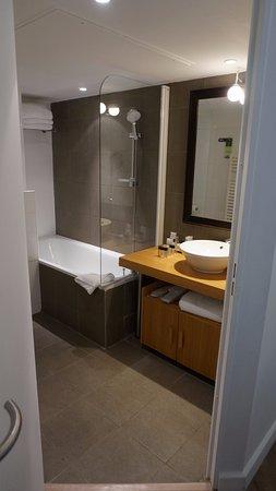Residhome Paris-Opera: Upstairs Bathroom