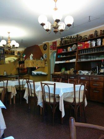Sant'Angelo In Pontano, Italy: Interno del ristorante e griglia