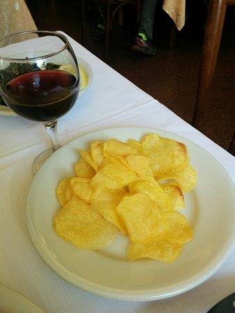 Сант-Анджело-ин-Понтано, Италия: Le mitiche patatine
