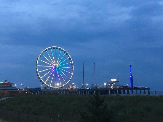 Steel Pier Amusement Park: Night view of Steel Park, Atlantic City from Boardwalk