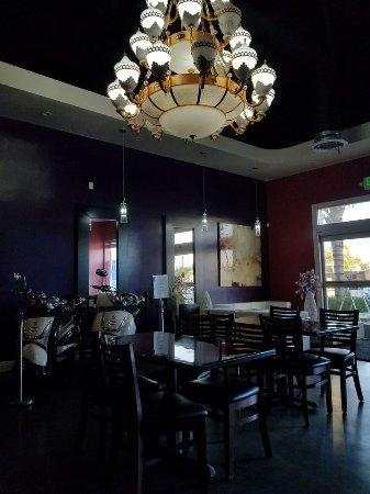Marysville, CA: Lounge / restaurant area