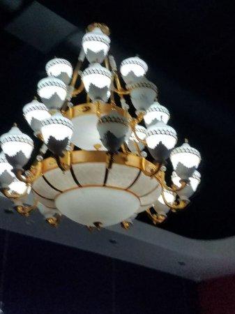 Marysville, CA: Beautiful original chandelier