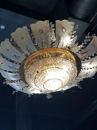 Marysville, CA: Another beautiful original chandelier