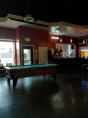 Marysville, Kalifornia: Pool table