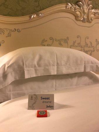 Radisson Royal Hotel Moscow: Сладких снов вы здесь не дождётесь! Шумоизаляции в номерах нет!!!