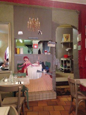 Ambiance conviviale pour une grande cuisine - Picture of Au ...