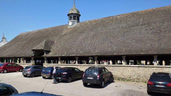 Le Faouet, Γαλλία: La halle du Faouet, à côté du restaurant La Riviéra