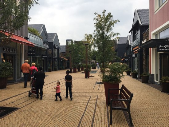2c0d0f9e2b9 photo0.jpg - Picture of Batavia Stad Amsterdam Fashion Outlet ...