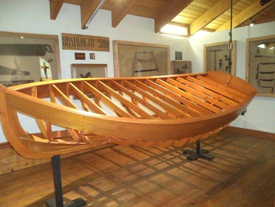 Garibaldi, Oregón: Howtomake a canoe