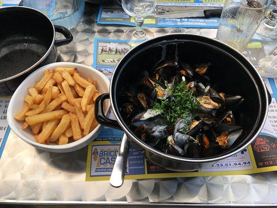 Coudeville-sur-Mer, France: les traditionnelles moules frites