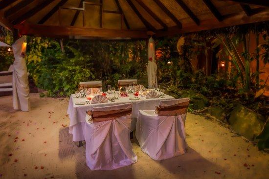 Sanctuary Rarotonga-on the beach: Wedding Dinner Set Up for 4 Pax