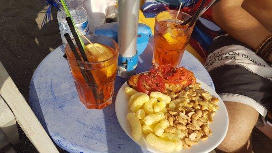 Bagni Il Gabbiano: un aperitivo sotto l'ombrellone