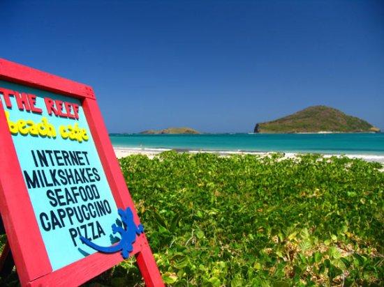 The Reef Beach Cafe: A wide menu with terrific views of Maria Island.