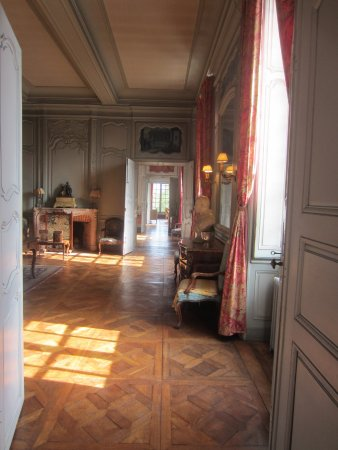 pi ces en enfilade photo de chateau de la ferte saint ambreuil tripadvisor. Black Bedroom Furniture Sets. Home Design Ideas