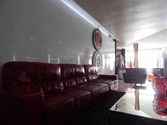Da Vinci Hotel & Conventions: Uma das partes do hall do hotel