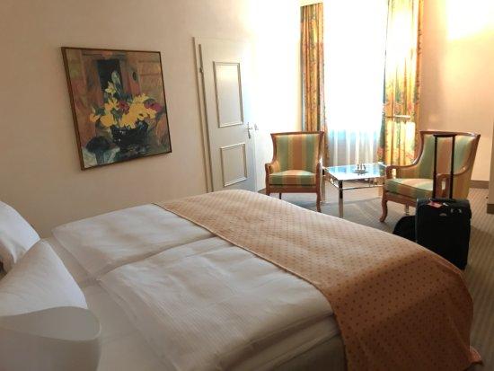 Celerina, Ελβετία: grosszügiges Zimmer