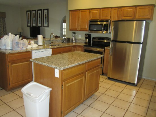 Falls Village Resort: Modern kitchen fully equipped