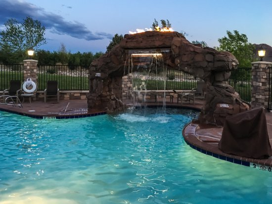 Holiday Inn Express Hotel & Suites Moab : Outdoor Pool in the Evening