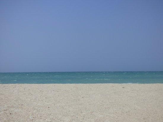 Riohacha, Colombia: poca gente en esta playa, pero segura ante todo.