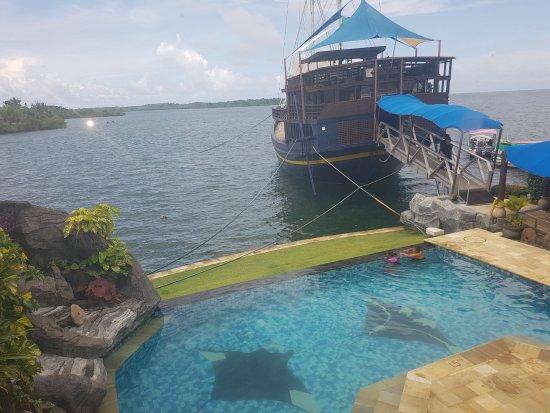 Manta Ray Bay Resort Photo