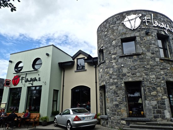 Ballina, ไอร์แลนด์: Lovely pub 5 mins away on the river