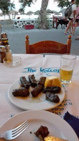 The Volcano Restaurant-Taverna : estos son bocadillos fríos de arroz y verduras o carne envueltos en hojas de parra