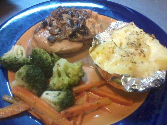 Cana Mandur Restaurant: Pollo con champiñones, una sabrosura¡¡¡