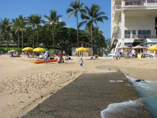 Waikiki shore honolulu haw i opiniones y comparaci n for Apartahoteles familiares playa