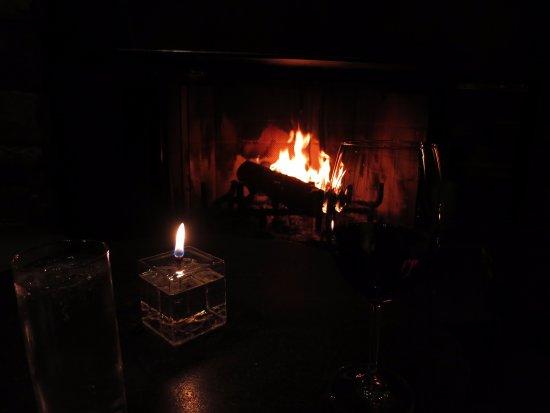 Amangani: 素晴らしいホスピタリティ。暖炉の思い出。