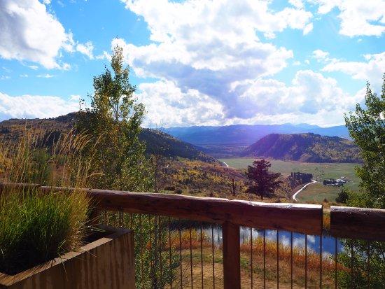 Amangani: 部屋からの眺め。秋の景色です。