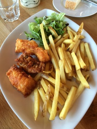 Eyrarbakki, Islândia: fried haddock and chips (fries)