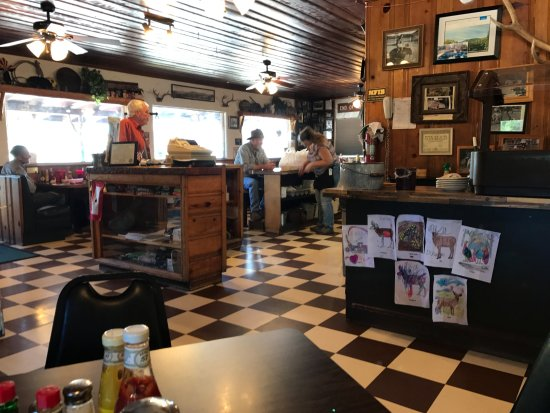 Alpine, AZ: Inside of the Bear Wallow Cafe'
