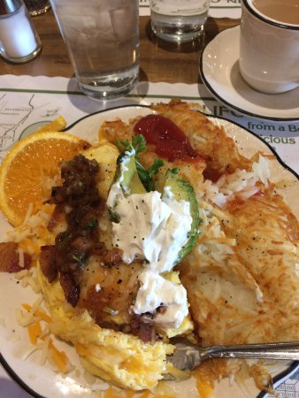 Santa Nella, CA: My omelet looked so good that I forgot to take a picture before diving in.