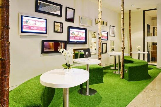 Clayton Hotel Cork City: Atrium Green Area