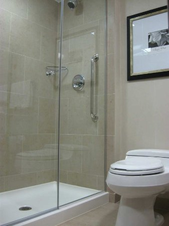 Hilton Garden Inn New York/West 35th Street: Guestroom Bathroom