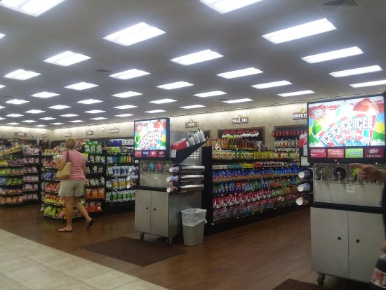 Giddings, TX: Buc-ee's aisles 2