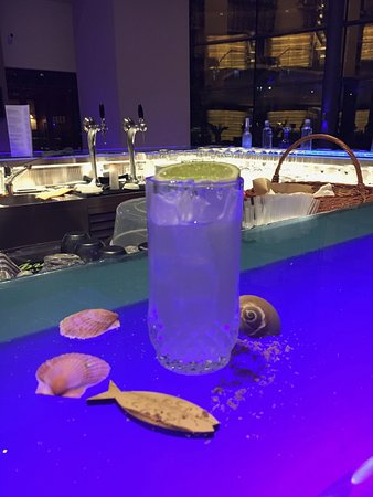 Radisson Blu Hotel Bucharest: The beautiful bar area - where they make special drinks (for special customers) ;).